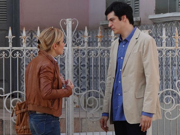 Júlia não esconde a decepção com a acusação de Ícaro (Foto: Morde & Assopra/TV Globo)