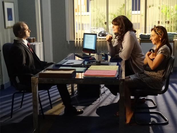 Cleonice e Elaine vão a cartório revogar procurações (Foto: Morde & Assopra / TV Globo)