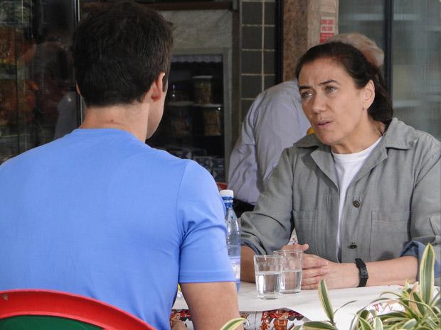 Griselda pede para Juan Guilherme não retirar a queixa contra Antenor (Foto: Fina Estampa/TV Globo)
