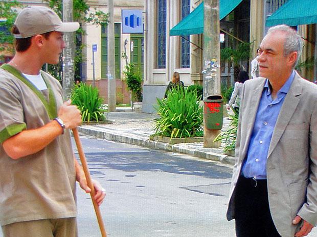 Guilherme fica surpreso ao descobrir que Diogo é seu pai (Foto: Morde & Assopra/TV Globo)