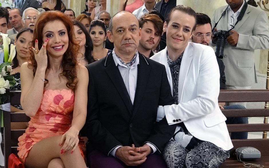 Já Laura, Cleiton e Pablo se emocionam com a união