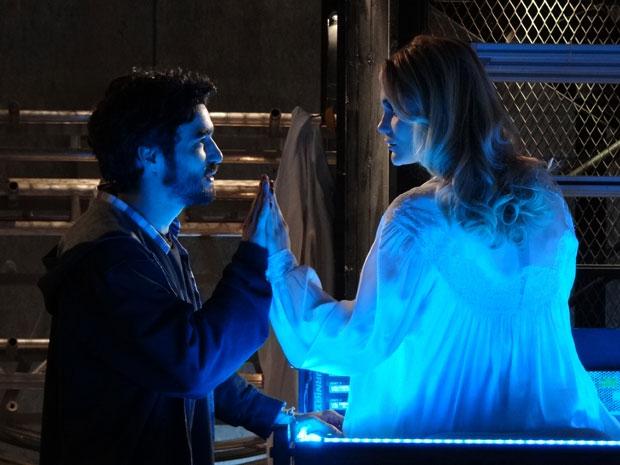 Leandro religa Naomi robô e declara seu amor (Foto: Morde & Assopra/TV Globo)