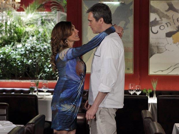 Tereza Cristina surpreende René com ideia de festa (Foto: Fina Estampa/ TV Globo)