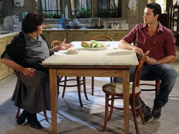 Salomé tenta convencer o filho a se casar com Cleonice (Foto: Morde & Assopra / TV Globo)