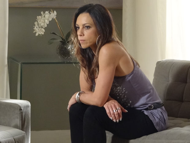 Amanda percebe que ainda precisa tirar Júlia de seu caminho (Foto: Morde & Assopra/TV Globo)