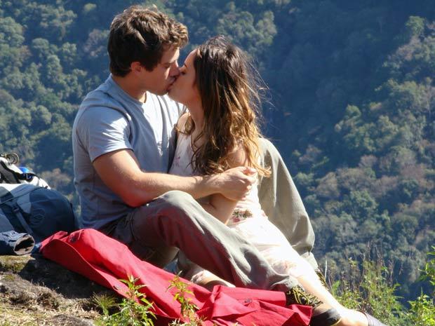 Nada os impede de viver seu grande amor (Foto: A Vida da Gente / TV Globo)