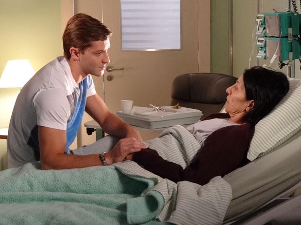 Guilherme conta a Dulce que pediu a ajuda de Diogo (Foto: Morde & Assopra/TV Globo)