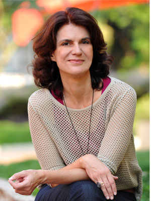 Licia Manzo, autora de A Vida da Gente, revela que está escrevendo com o coração sua primeira novela (Foto: A Vida da Gente - Tv Globo)