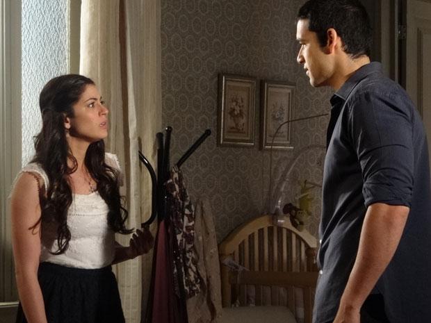 Natália fica surpresa com a reação de Marcos (Foto: Morde & Assopra/TV Globo)