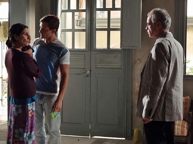 Dulce aceita convite de Diogo para um jantar no hotel (Foto: Morde & Assopra/TV Globo)