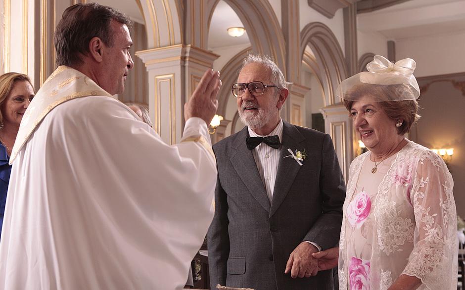 Padre declara o casal marido e mulher