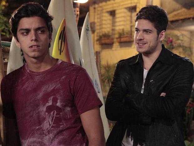 Rafael provoca Leandro ao dizer que ele é amador  (Foto: Fina Estampa/TV Globo)