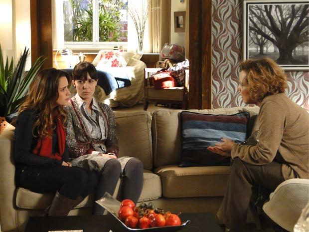 Ana não acredita na proposta da mãe (Foto: A Vida da Gente / TV Globo)