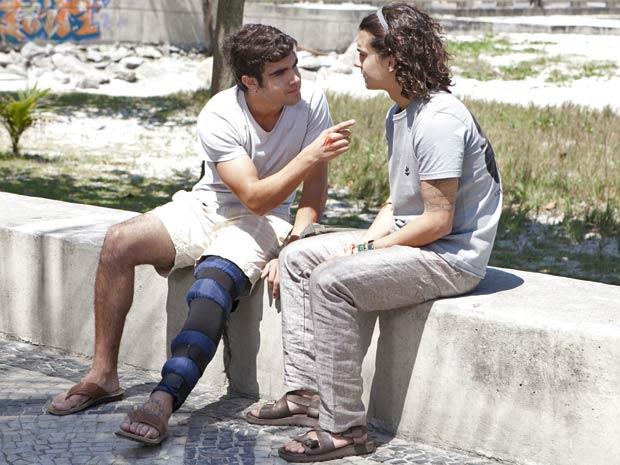 Antenor garante a Daniel que vai reatar com Patrícia (Foto: Fina Estampa / TV Globo)