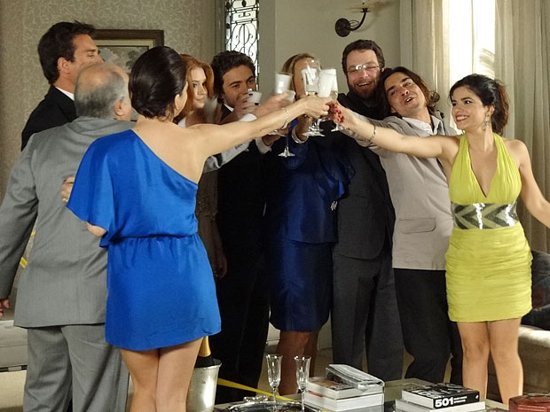 Casamento entre Áureo e Celeste é celebrado pelas famílias dos noivos (Foto: Morde & Assopra/TV Globo)