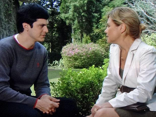 Júlia decide colocar um ponto final na relação (Foto: Morde & Assopra/TV Globo)