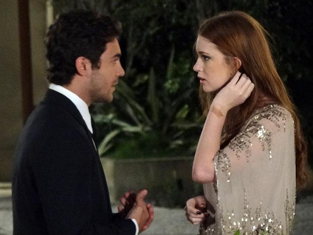 Alice fica surpresa com o pedido feito por Renato (Foto: Morde & Assopra/TV Globo)