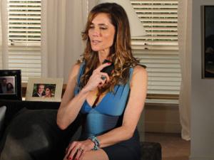 A socialite fica pensativa após conversar com Esther (Foto: Fina Estampa/TV Globo)