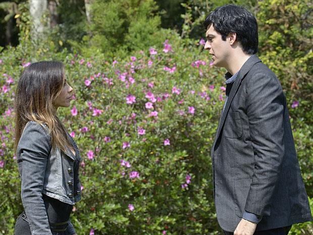 Ícaro fica surpreso com a sugestão de Amanda (Foto: Morde & Assopra/TV Globo)