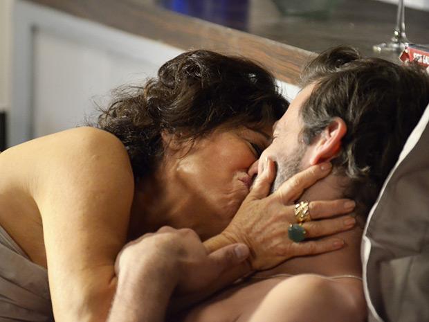 Clô-beija-Felipe-O Astro (Foto: O Astro / TV Globo)