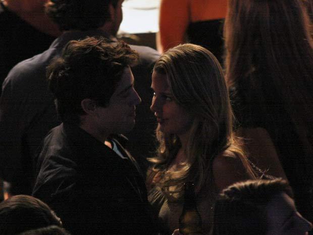 Debby contracena com Rafael no papel de Karen, uma ficante (Foto: A Vida da Gente / TV Globo)
