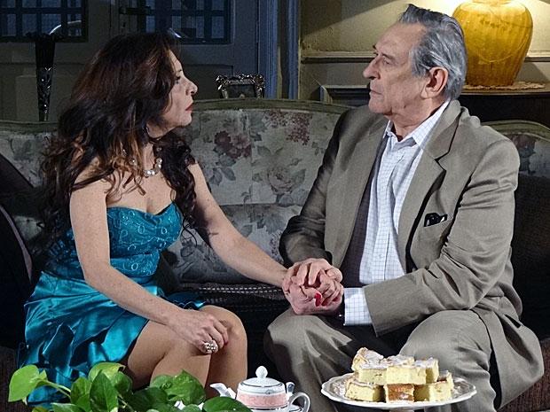 Eliseu e Cleonice trocam olhares apaixonados (Foto: Morde & Assopra / TV Globo)