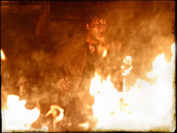 Timóteo morre no incêndio (Foto: Cordel Encantado/TVGlobo)