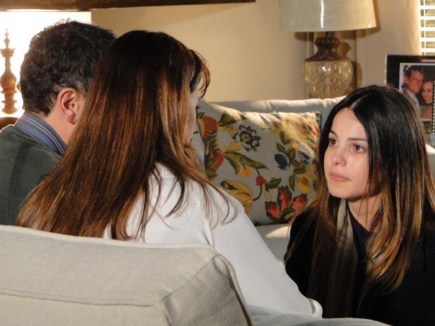 Alice pede que os pais confiem nela (Foto: A Vida da Gente / TV Globo)