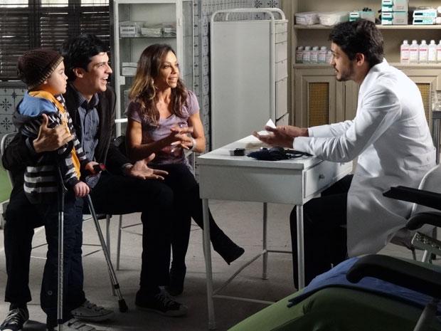 Logo após o médico revelar o resultado (Foto: Morde & Assopra / TV Globo)
