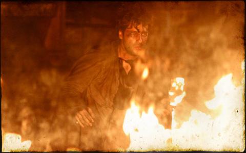 Timóteo morre em incêndio provocado por ele mesmo (Cordel Encantado/TV Globo)