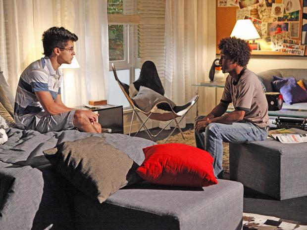 Leonardo abre o jogo com René Jr. sobre o sequestro de Doce e Cabana (Foto: Fina Estampa/TV Globo)
