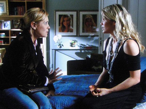 Júlia tem uma conversa franca com Naomi (Foto: Morde & Assopra/TV Globo)