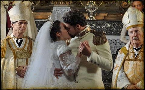 Jesuíno e Açucena se casam em Seráfia, mas voltam ao sertão (Cordel Encantado/TV Globo)