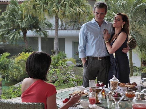 Tereza cai na armadilha de Marcela e aceita hospedar a amiga (Foto: Fina Estampa/TV Globo)