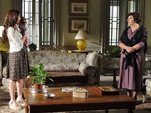 Natália dá ordens a Salomé após tomar posse da casa (Foto: Morde & Assopra/TV Globo)