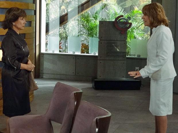 Danielle expulsa Celina da clínica (Foto: Fina Estampa/ TV Globo)