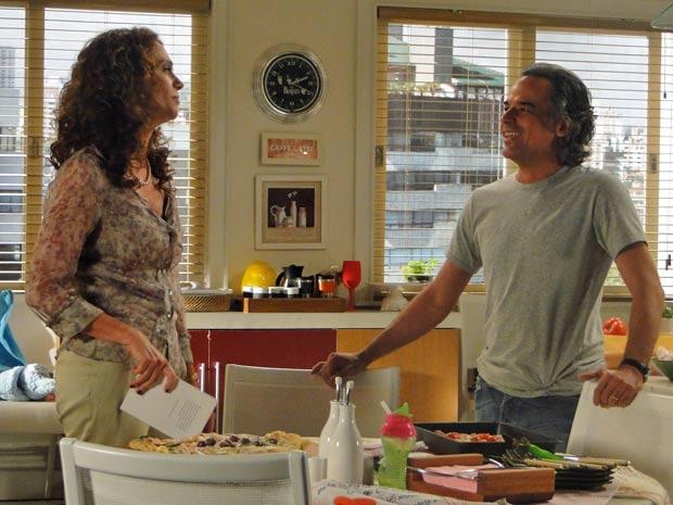 Dora e Marcos se divertem em tarde juntos (Foto: A Vida da Gente/TV Globo)