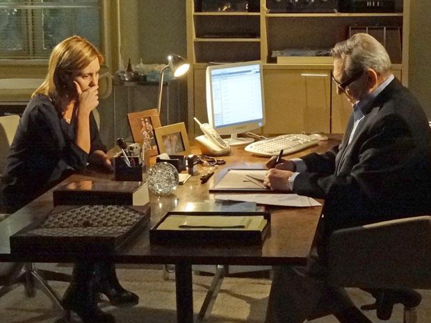 Júlia fica preocupada ao perceber que caso de Dulce pode ser grave (Foto: Morde & Assopra/TV Globo)