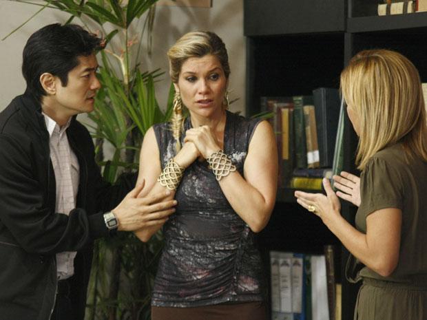 Naomi tem nova alucinação e fica preocupada com seu estado (Foto: Morde & Assopra/TV Globo)