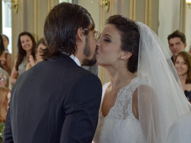 Cristiano e Abelha juram amor eterno durante o casamento (Foto: Morde & Assopra/TV Globo)