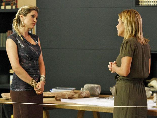 Naomi quer destruir o dossiê sobre o seu passado (Foto: Morde & Assopra / TV Globo)