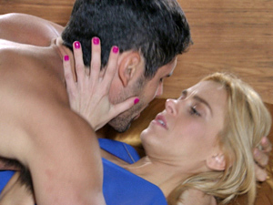 Wallace e Teodora curtem momento a dois (Foto: Fina Estampa/ TV Globo)