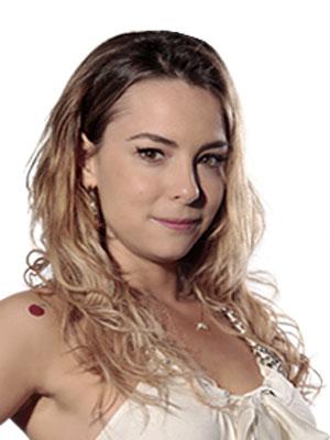 No detalhe, a tatuagem de cereja no ombro esquerdo (Foto: A Vida da Gente - Tv Globo)