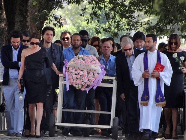 Atores gravam cenas do enterro de Jôse no Cemitério do Caju (Foto: TVGlobo/OAstro)