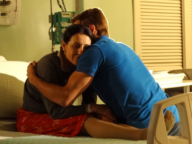 Guilherme promete a Dulce que vai cuidar dela (Foto: Morde & Assopra/TV Globo)