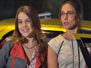 Juan Guilherme repara em Letícia, mas ela não dá bola para o modelo (Foto: Fina Estampa/ TV Globo)