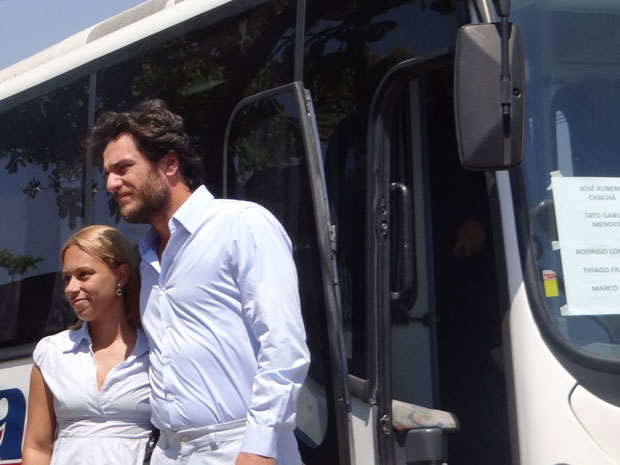 Rodrigo Lombardi posa com fã (Foto: TV Globo)