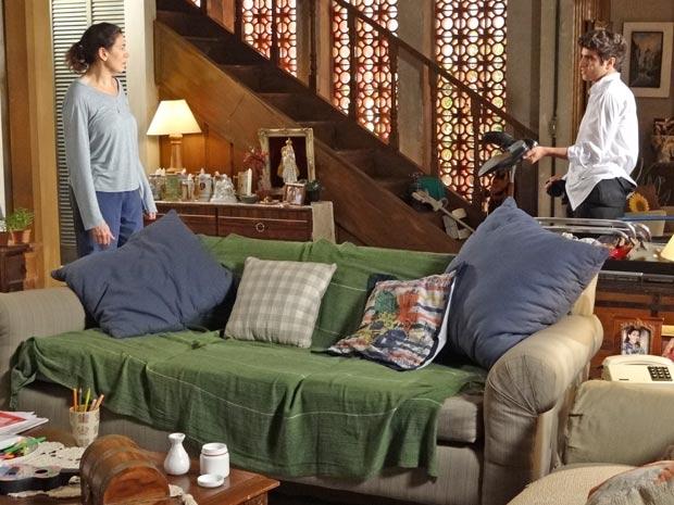 Griselda é dura com Antenor e o coloca para fora (Foto: Fina Estampa/TV Globo)