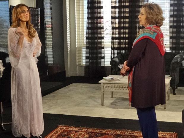 Tereza doz para Íris que precisa de uns dias para se livrar de Marcela (Foto: Fina Estampa/TV Globo)