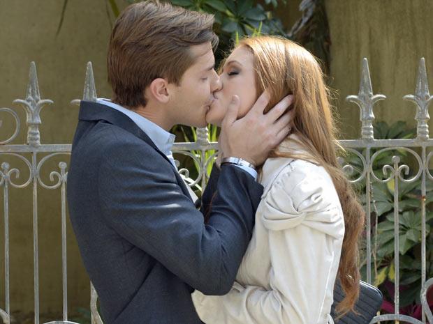 Alice diz para Guilherme que ele é o amor de sua vida (Foto: Morde e Assopra/ TV Globo)